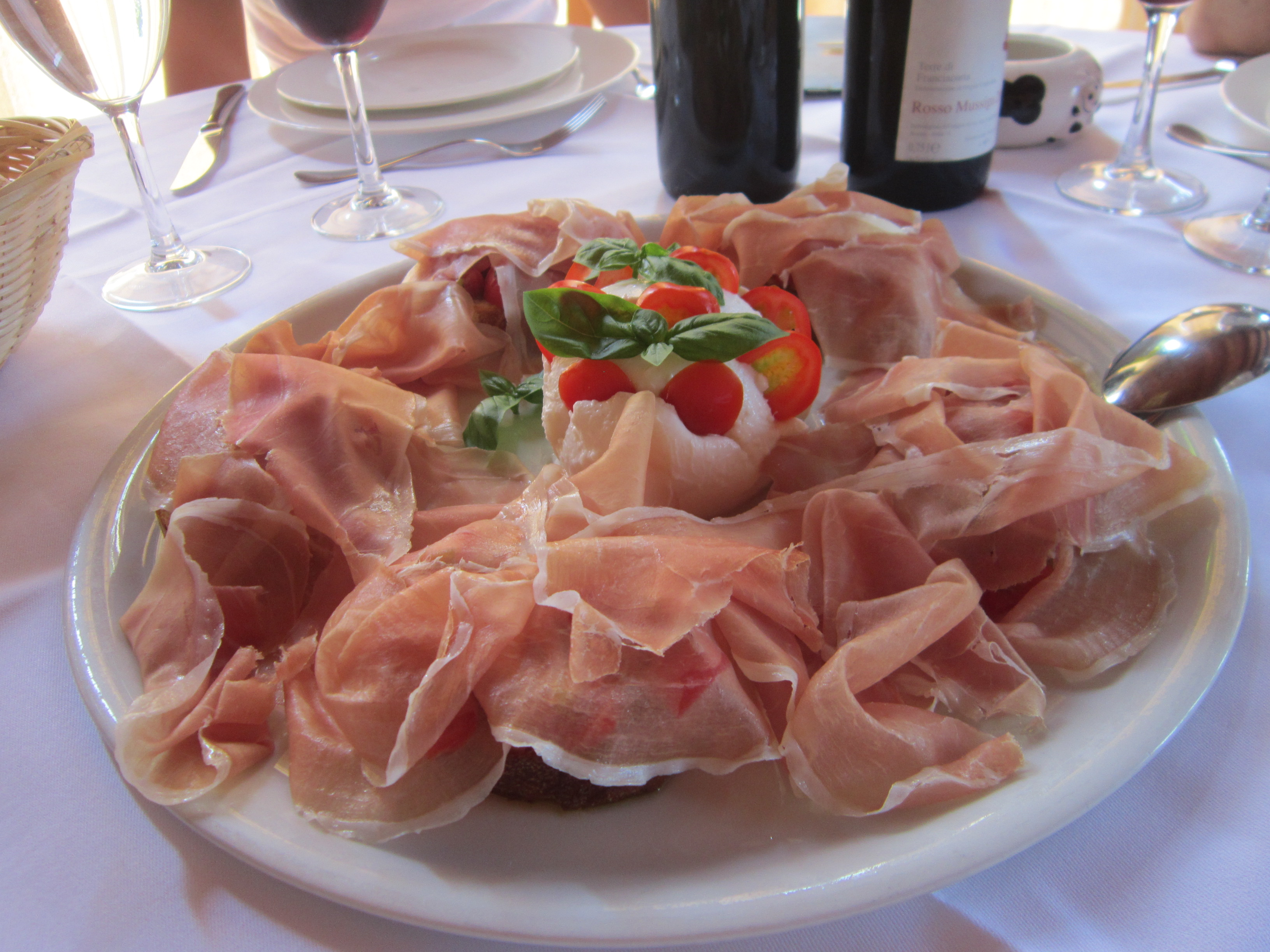Italy vineyard lunch ham mozzarella