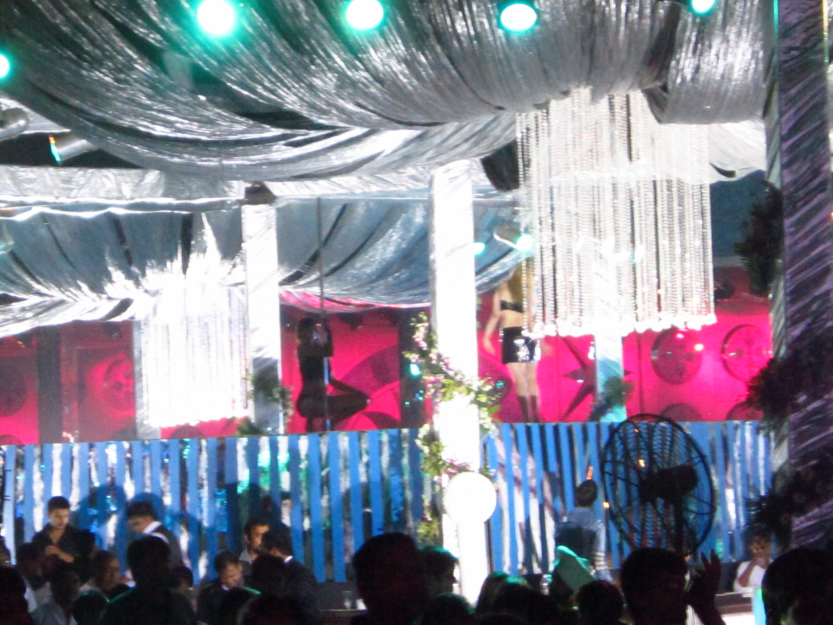 India pole dancers wedding Mika Singh